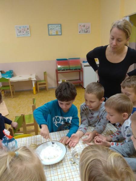 Méďové pečou svatomartinské rohlíčky